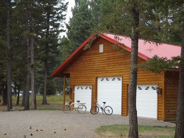 Ovando house rental - Drive way with bicycles for around town