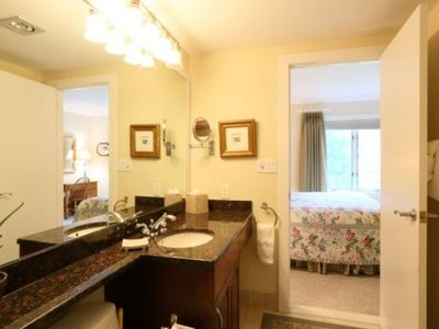 Stowe house rental - Lower Bahroom