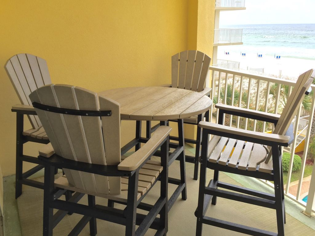 Enjoy meals al fresco on the new dining table & chairs on the balcony