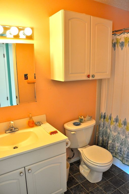 Sparkling clean bathroom with shower/tub and excellent water pressure!