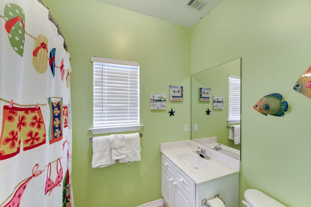 Full bath in carriage house, there's also a nice walk-in closet.
