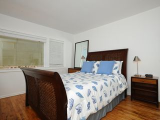 Malibu apartment photo - Charming Bedroom with Queen Size Bed