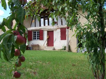 Marmande area farmhouse rental - Au Pin view from the east