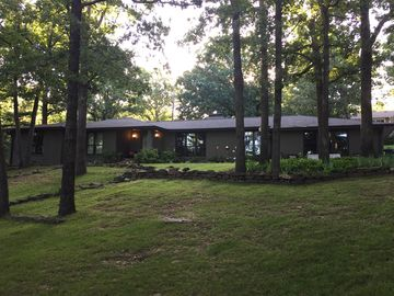 Fayetteville house rental - Welcome to our home which is located on just over an acre on Mt Sequoyah sunsets