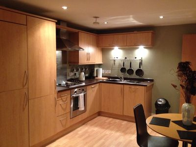 Modern, convenient, 2 bed apartment with parking close to the train station.