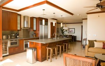 Spacious open floor plan of living room / kitchen / dining room
