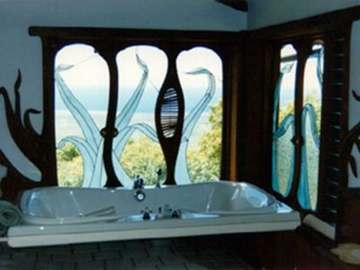 Hobbits' 2 person bathtub with another awesome coastal view.