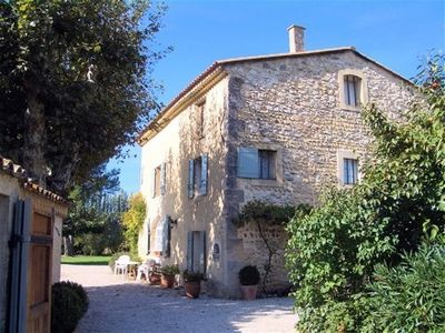 Between Avignon and Aix en Provence: Delightful Villa in Provence with Pool