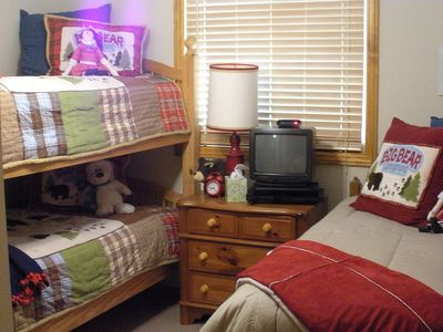 R Bear Bunk room; 2 twin bunks, 1 twin; sleeps 3, TV/DVD, large closet.