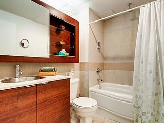 Montreal condo photo - bathroom