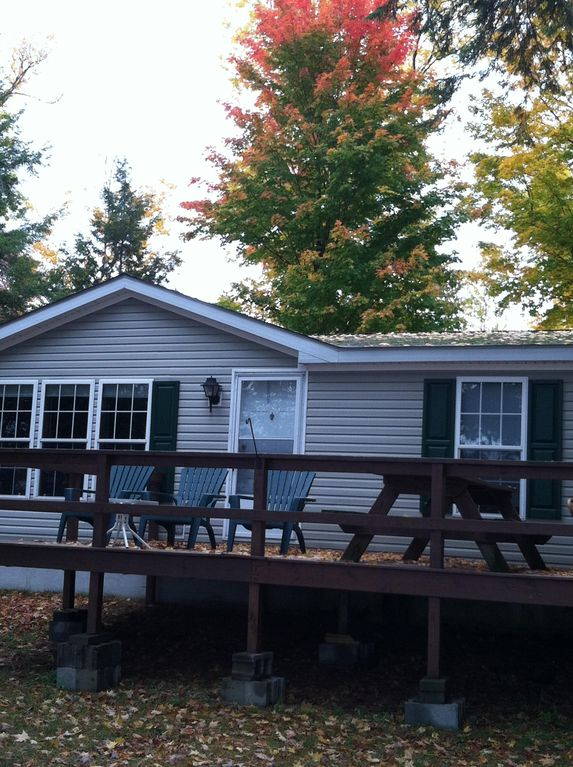 3 bedroom house for rent on the shores of Black Lake