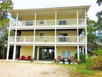 Bella Cottage is a private bay-side studio apartment with dock access.