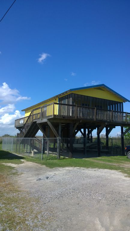 Fish Camp Sleeps 7 Nestled In The Heart Of Fishing Paradise.