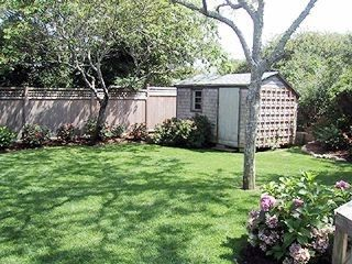 Cliff house rental - Rear yard and garden shed