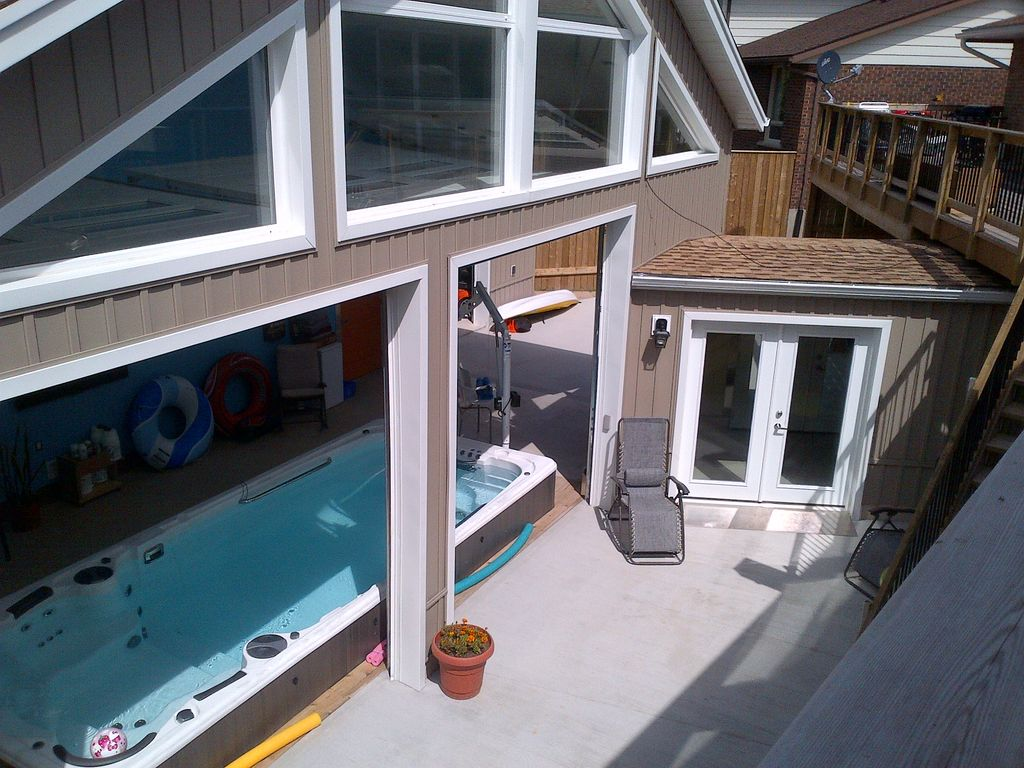 Hydro pool with 2 bedroom suite beautiful vrbo for Hydroponic pool