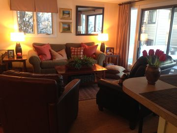 Wintergreen condo rental - Living Rm w/ Sleeper Sofa, 2 Comfy Leather Chairs, 50' Flat Screen, Great Light!