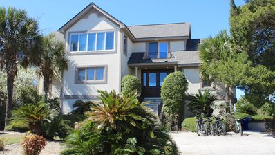 This roomy home is located across the street from Boardwalk 2 to North Beach.