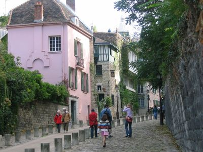 environment: cute small streets in Montmartre