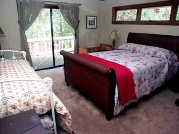 Master bedroom (queen + day bed)