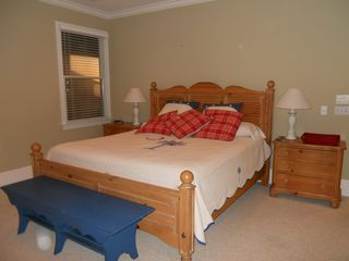 King size master bed - Isle of Palms house vacation rental photo