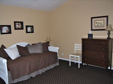 Third Bedroom with daybed/2 twin beds, beautiful mountain views.
