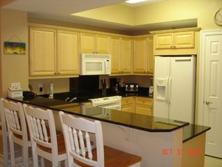 Fort Walton Beach condo photo - Fully equipped spacious kitchen w/granite breakfast bar & large pantry