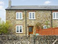CRABBS BLUNTSHAY COTTAGE, pet friendly in Shave Cross, Ref 1690