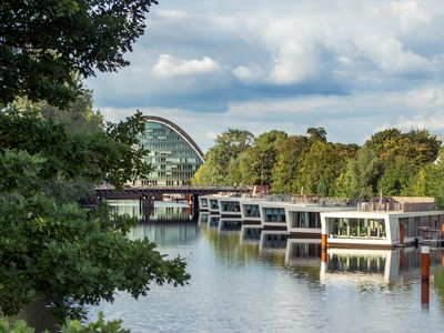 "generous houseboat - bungalow with roof terrace ""downtown"" Hamburg"
