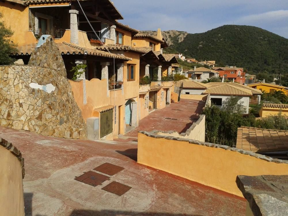 Air-conditioned accommodation, close to the sea , Bithia