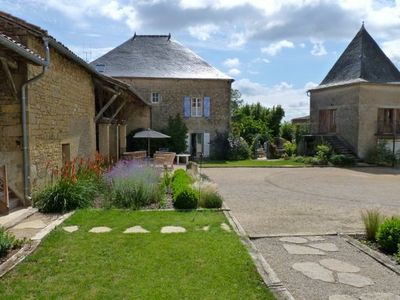 South facing courtyard ideal for barbecue & boules