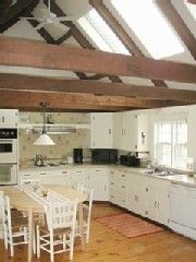 Pemaquid Beach house photo - Bright sunny kitchen with large vaulted ceilings