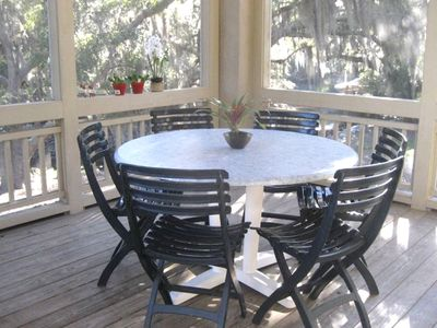 Sea Pines house rental - Screened porch seats 6 for eating meals