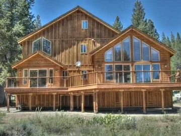 Truckee house rental - Sunny, south-facing back deck