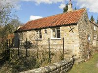 BECKSIDE, luxury holiday cottage in Lastingham, Ref 1293