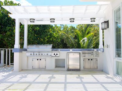 Outside Kitchen fully equipped with wet bar, fridge and grill.