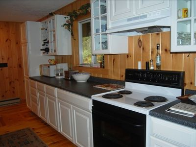 New kitchen, fully stocked , cook a great meal!