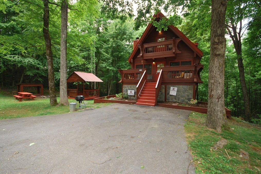 Secluded private log cabin in gatlinburg vrbo for Private cabin rentals in tennessee
