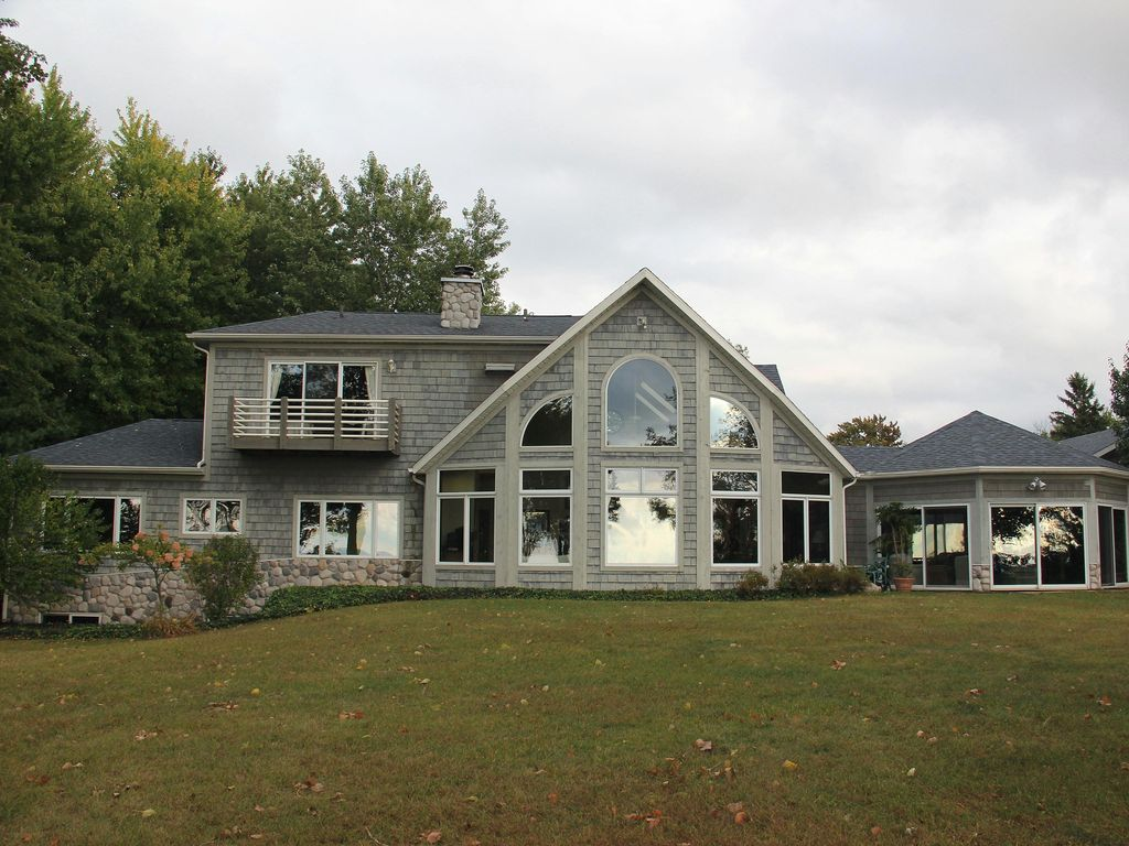 Classic cape cod style 6br 4 5ba home vrbo for 10 bedroom vacation rentals in michigan