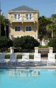 Our Spacious 2400 Sq.ft Home~Sleeps10 ~ 12 Steps toPool 1/2block to Beach