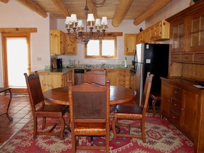 Nice, very clean home close to town and Ski Valley