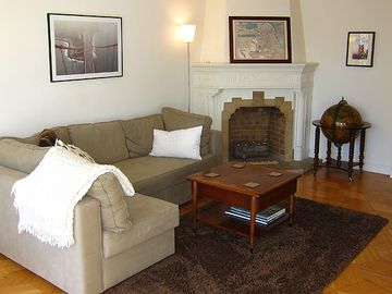 San Francisco townhome rental - A detail shot of the fireplace area
