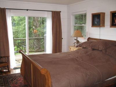 Highlands cabin rental - Bedroom 1 with walkout balcony
