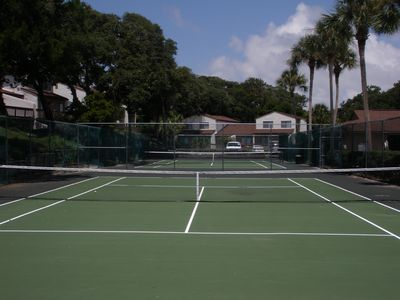 Two tennis courts are available for Forest Ridge owners and guests.