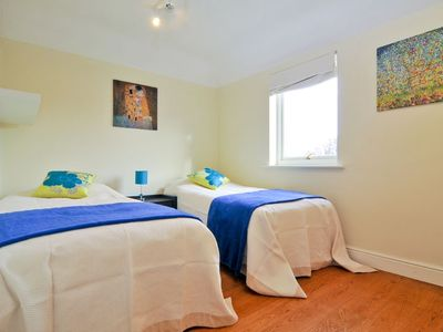 Wimbledon apartment rental - Second bedroom with 2 single beds