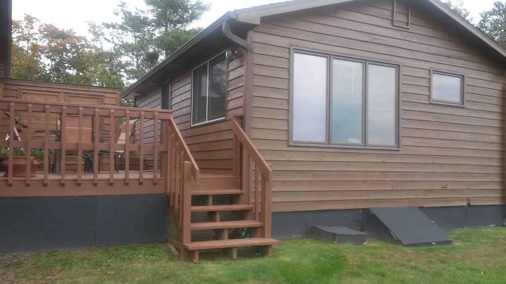 Breezy bay lakefront cabin with beautiful vrbo for Vrbo wisconsin cabins