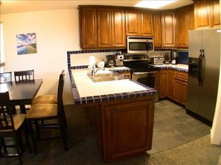 Mission Beach townhome photo - Kitchen with all appliances, dishes, silverware, and cooking accessories