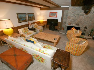 4-Bedroom 4-Bath Located on the Slopes Ski-In/ski-Out
