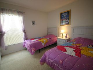 Emerald Island villa photo - Twin bed 2