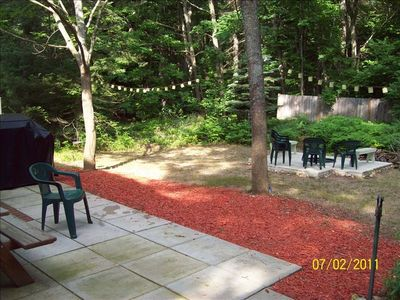 Honor cabin rental - Backyard patio with grill and firepit.