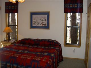 Pinetop cabin photo - Master bedroom features king bed and quality bedding